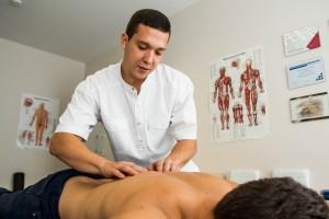 Efektyvus nugaros skausmo gydymas manualine terapija