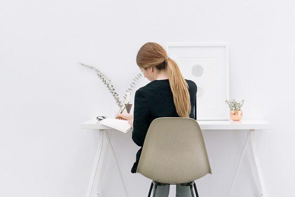 5 fiziniai pratimai, kuriuos galite atlikti ofise